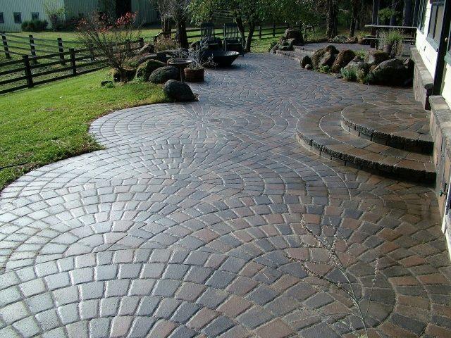 Có nên dùng đá để lót sân vườn biệt thự không?/ Kiến trúc Á Âu